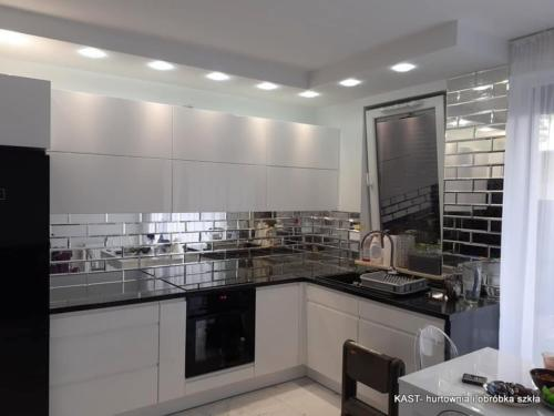lustra ułożone w formie cegiełek do kuchni
