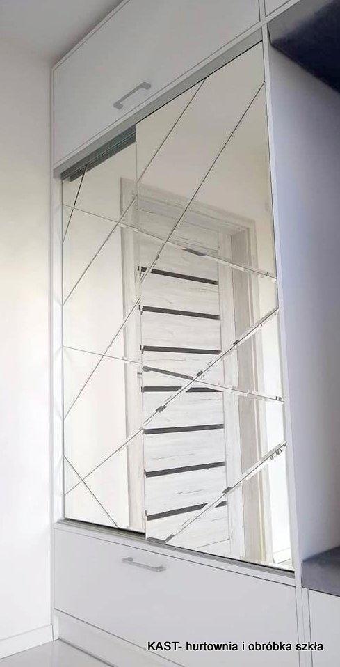 lustro układanka w formie nieregularnych kształtów przyklejone na front szafy